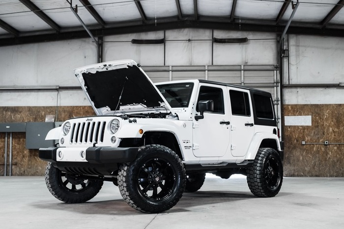 2016 Jeep Wrangler 4WD Unlimited Sahara LIFTED $40,000
