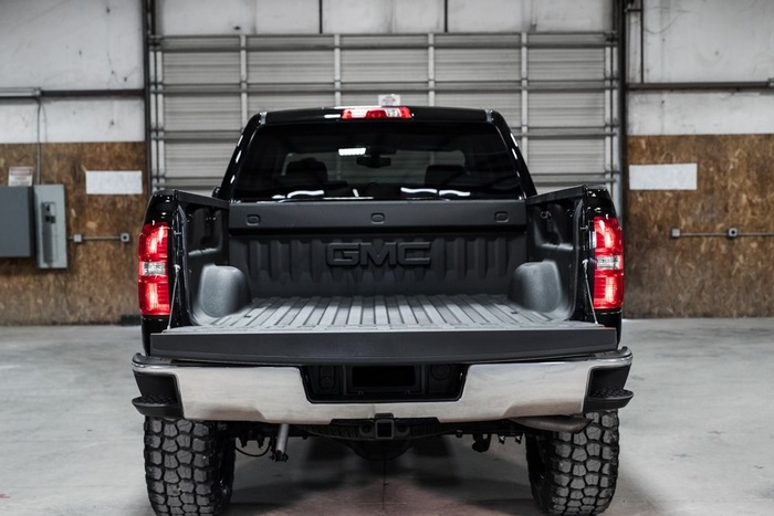 Lifted 2015 GMC Sierra 1500 4x4 Crew Cab SLT  $43,988