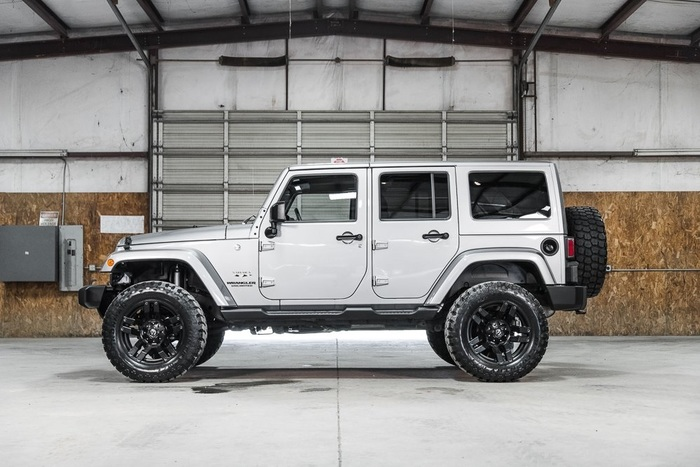 Lifted 2016 Jeep Wrangler 4WD Unlimited Sahara  $40,000