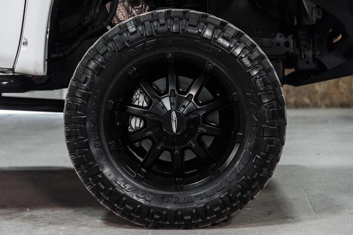 Lifted 2016 Toyota Tundra 4x4 CrewMax SR5 TRD Pro  $45,000
